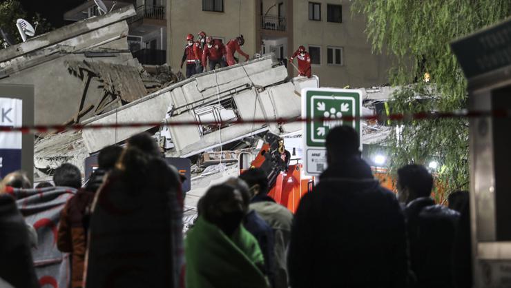 Aklımız ve kalbimiz enkaz altında.... İzmir'deki depremde yaşananlar