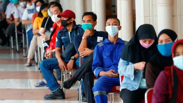 Endonezya'da aşı olmayana ceza