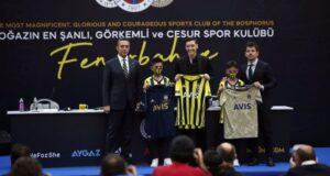Mesut Özil'in imzaladığı formalar rekor fiyata satıldı: 3 forma 36 bin euro
