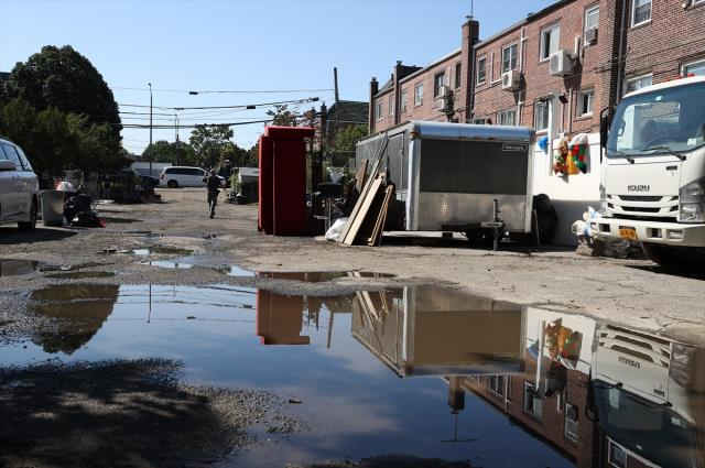 New York kentindeki şiddetli yağışlar, büyük çapta hasara yol açtı